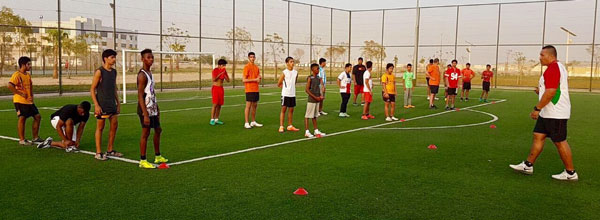 Under 17 Emirati rugby-training with Apollo Perelini